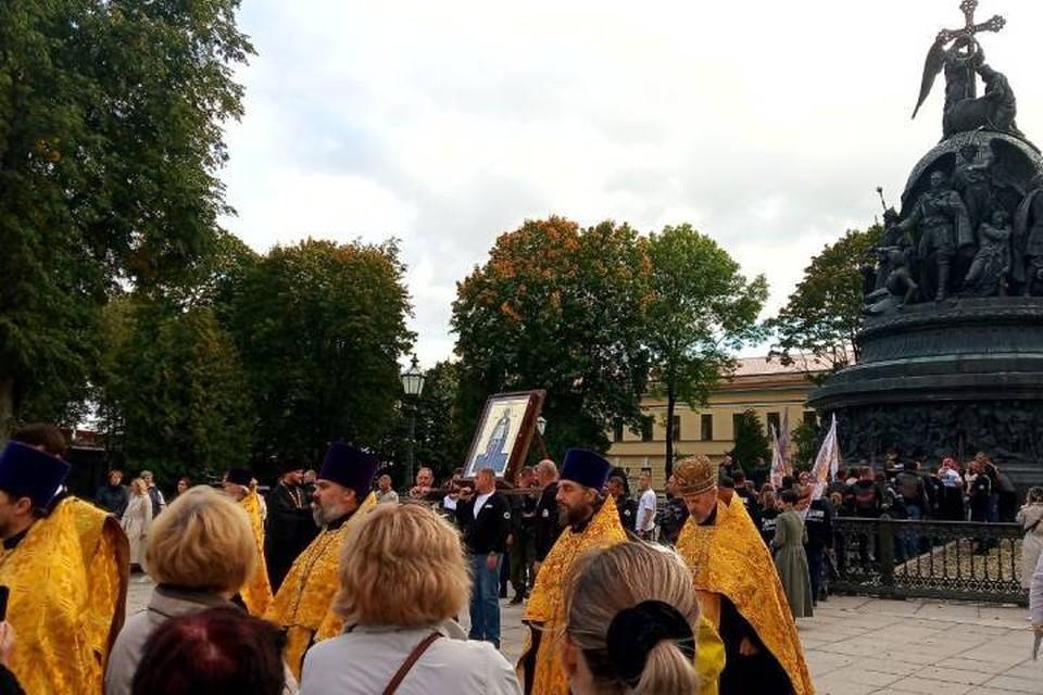 Байкеры устроили крестный ход до Петербурга с иконой Александра Невского