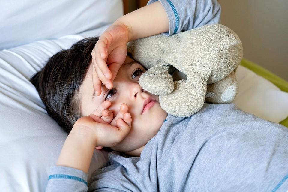 Если ребенок оттягивает время подъема, посмотрите, сколько ему нужно потом на сборы и поэкспериментируйте, до какого времени он еще может немного поваляться в постели