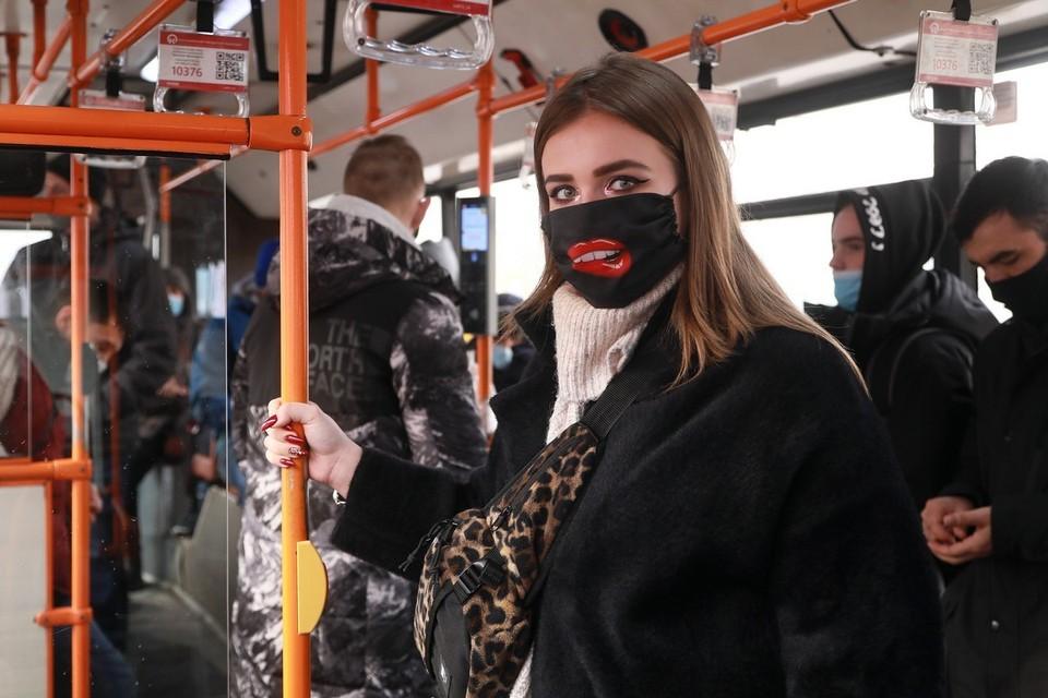 В Красноярске из-за нарушений антиковидного режима с линии сняли почти 700 автобусов