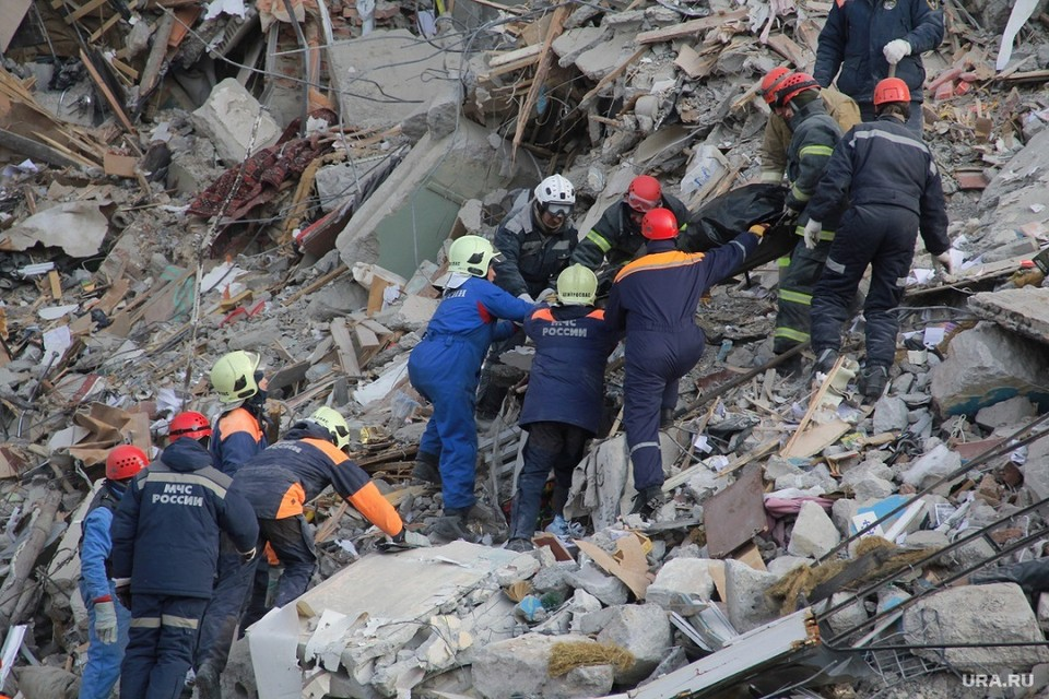 На разборе завалов под ельцом работают более 250 человек. Фото: ura.ru