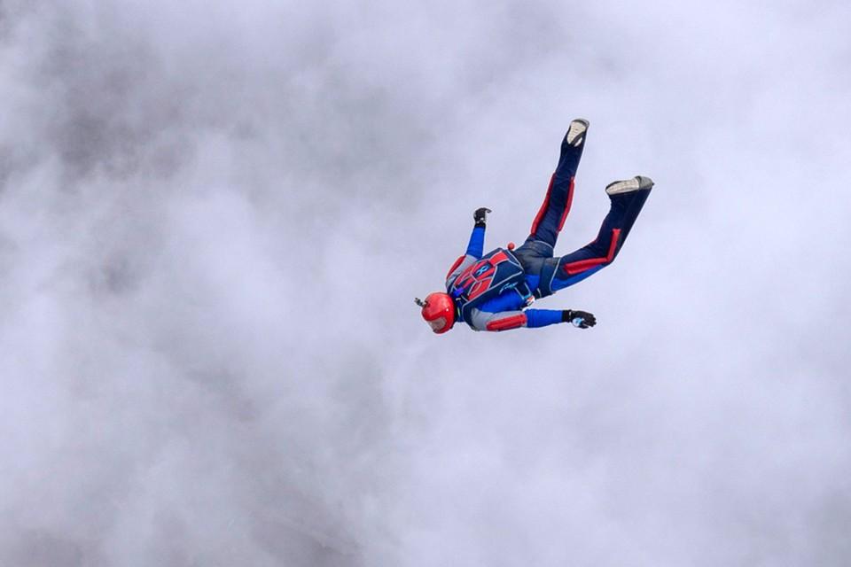 Москвич Михаил Лейкин увлекался парашютным спортом.