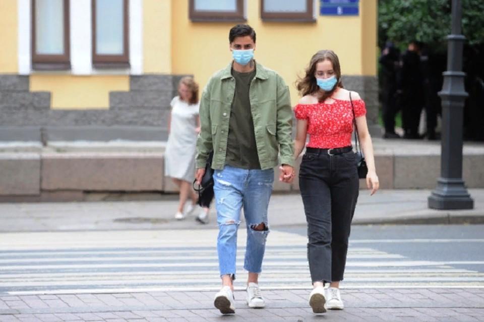 Врачи просят жителей внимательнее относится к своему здоровью и соблюдать противоэпидемические меры