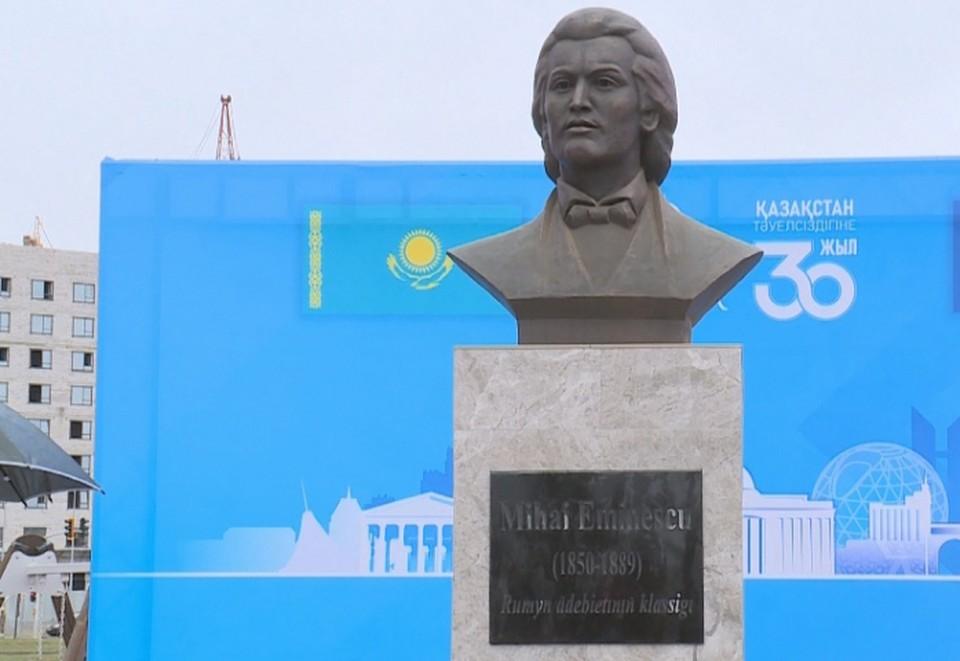 Памятник Эминеску в Казахстане. Фото: 24.kz