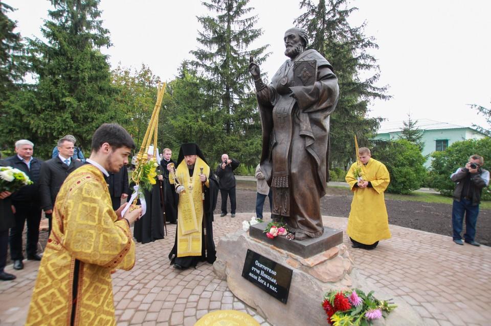 В Болхове освятили памятник Николаю Чудотворцу. Фото: Сергей Хоменко