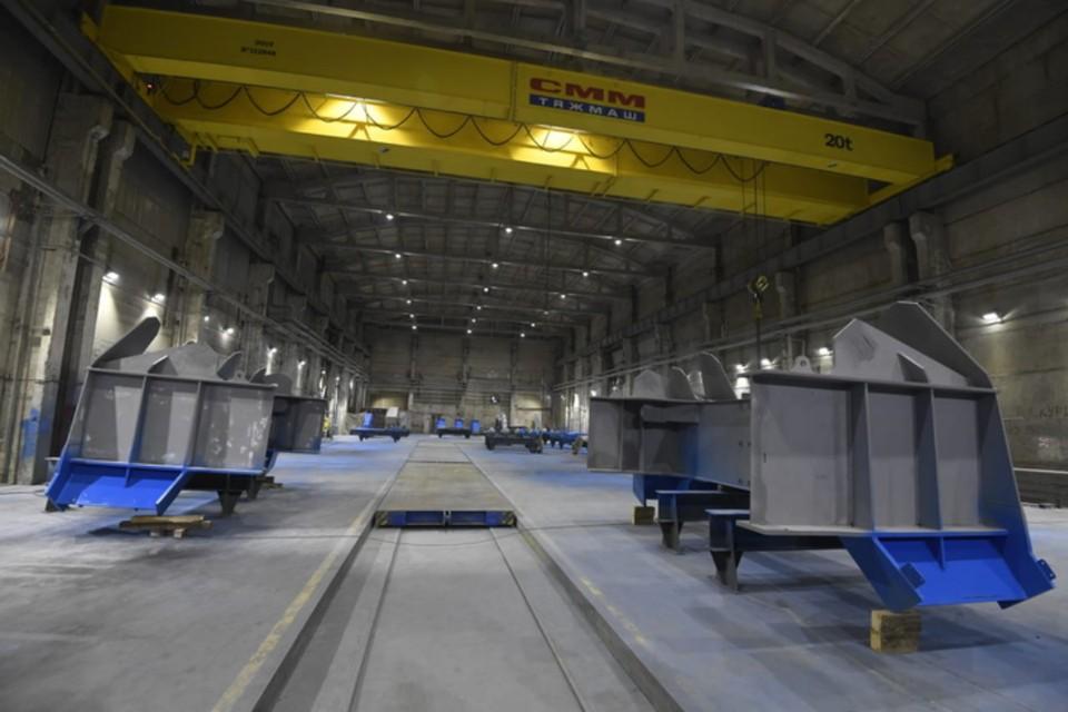 В Сосновом Бору вышел на полную мощность машиностроительный завод, специализирующийся на изготовлении кранов. Фото: правительство Ленобласти