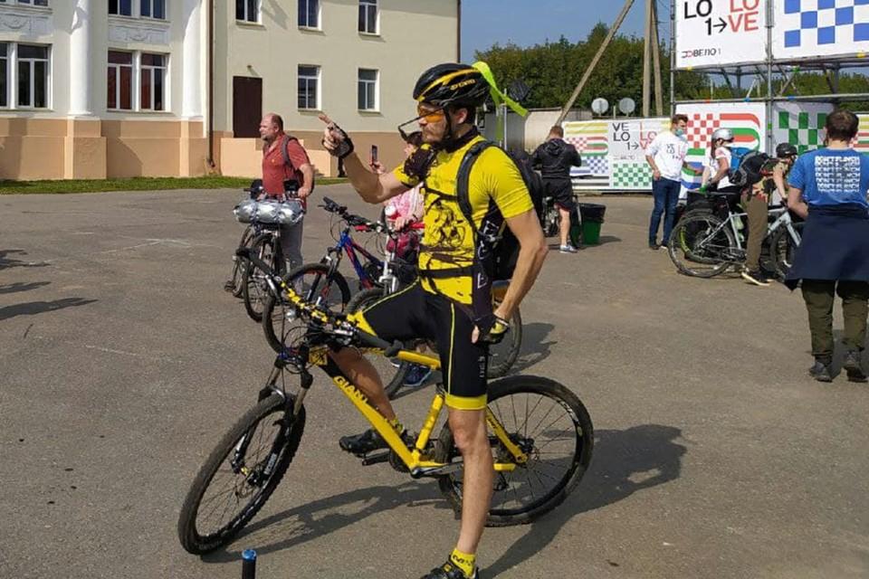 Петербургский велосипедист Александр Ротов одним из первых проехался по участку Петербург-Москва.