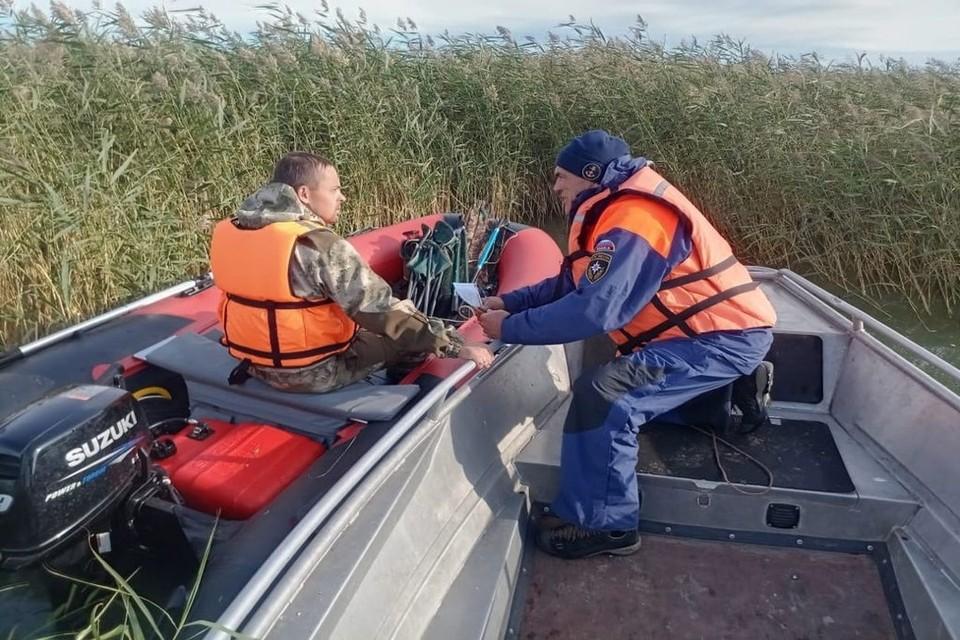 На спасение каждого рыбака ушло около часа времени. Фото: ГУ МЧС России по НСО