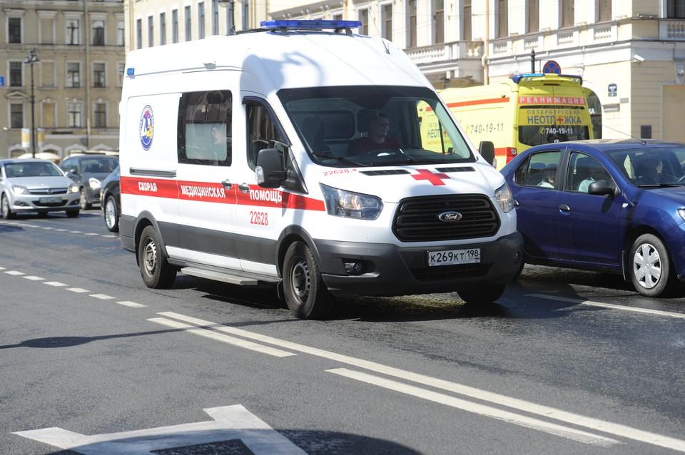Жители центра Петербурга пожаловались на едкий запах в доме на Чайковского