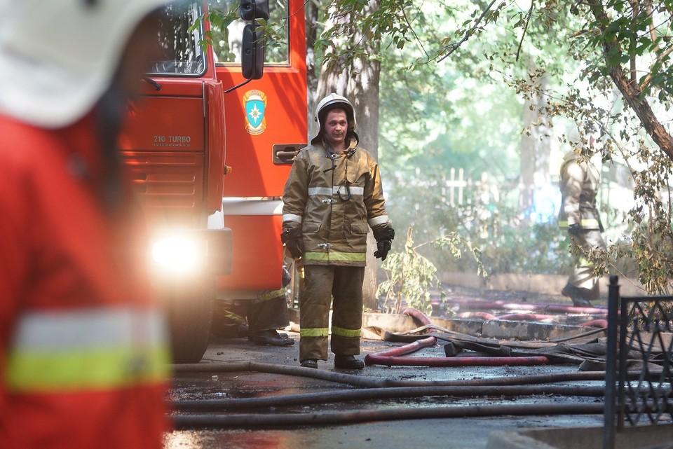 На место пожара выезжали 13 человек личного состава МЧС и три единицы пожарно-спасательной техники