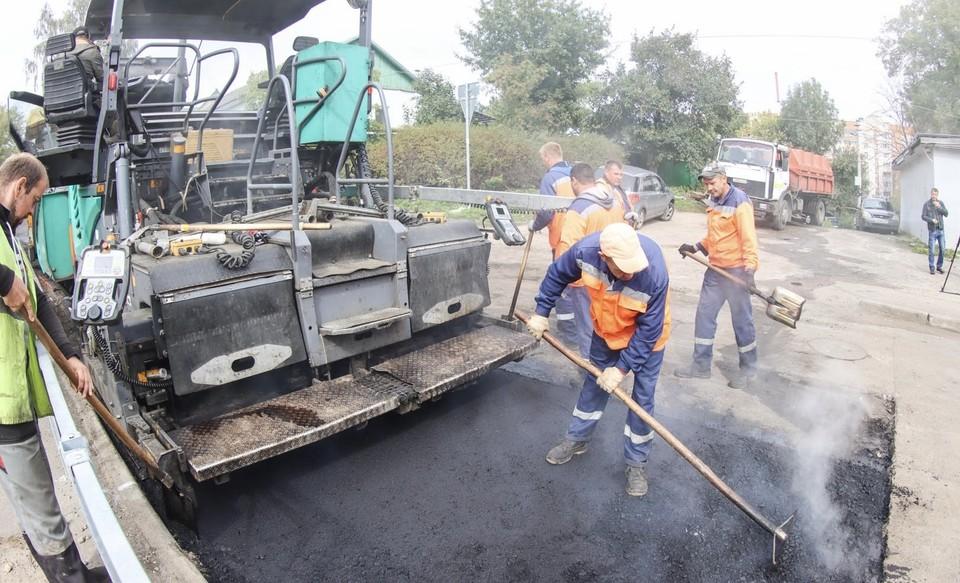 Улицу Верхне-Профинтерновская ремонтируют в Смоленске. Фото: пресс-служба администрации города Смоленска.