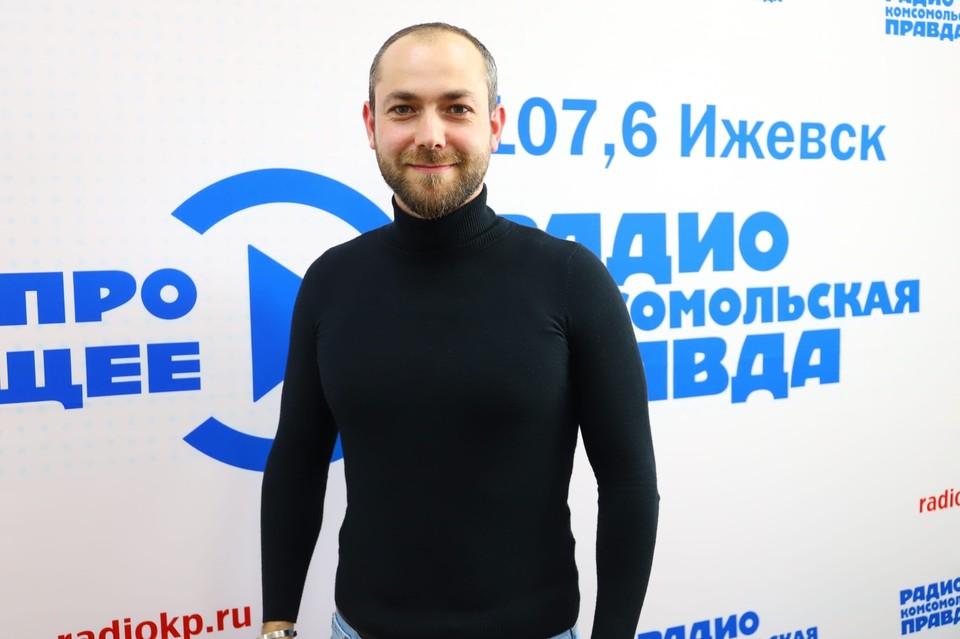 Врач-стоматолог Геннадий Любомирский. Фото: Амир Закиров