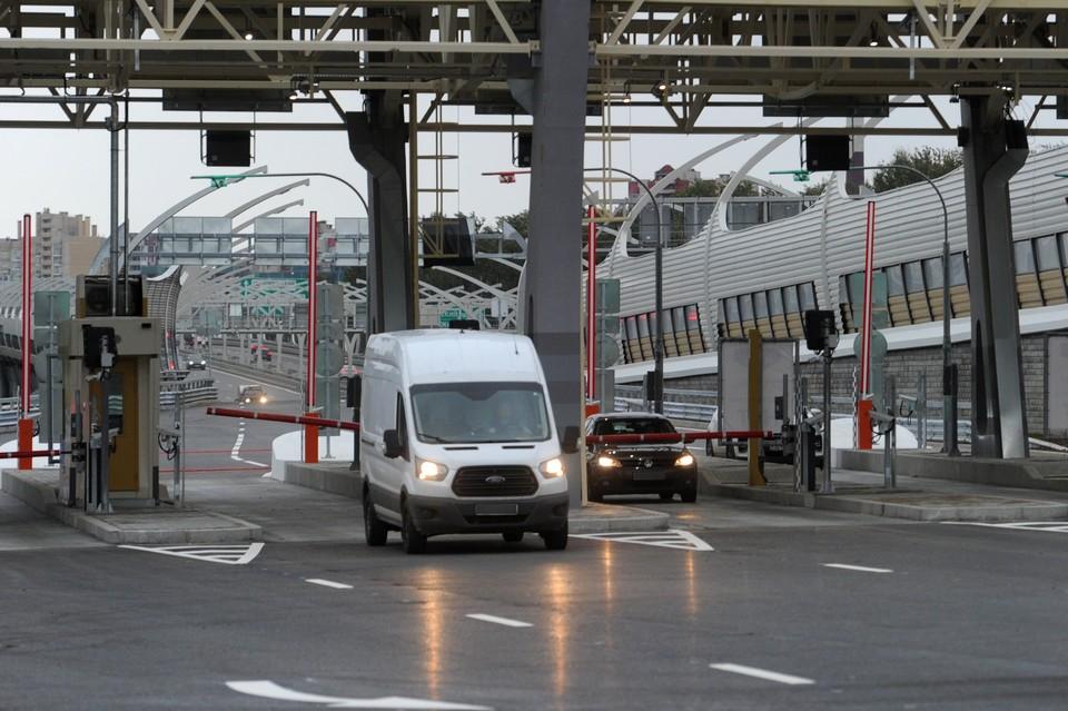 Водители легковых автомобилей смогут доехать от южной стороны КАД за 248 рублей днем и за 124 в ночью.