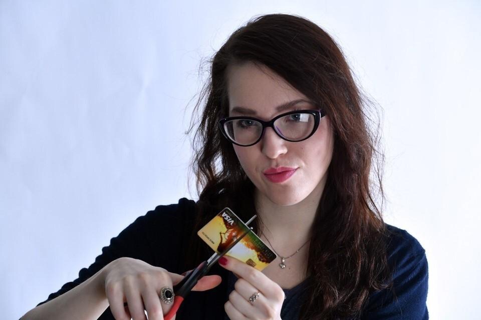 Аналитики объяснили, почему лучше отказаться от использования кредитных карт