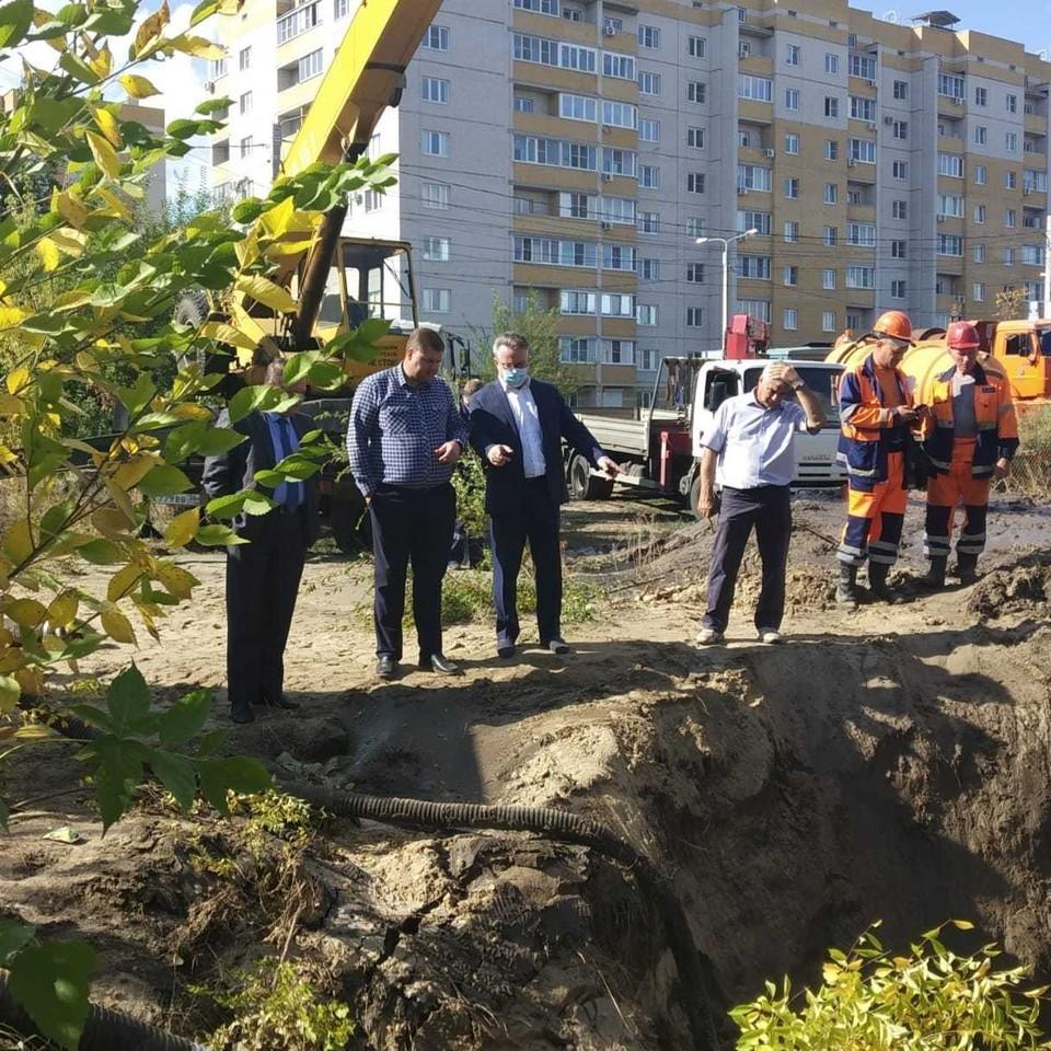 Глава города лично приехал на место аварии. Фото: предоставлено управлением информации мэрии Воронежа.