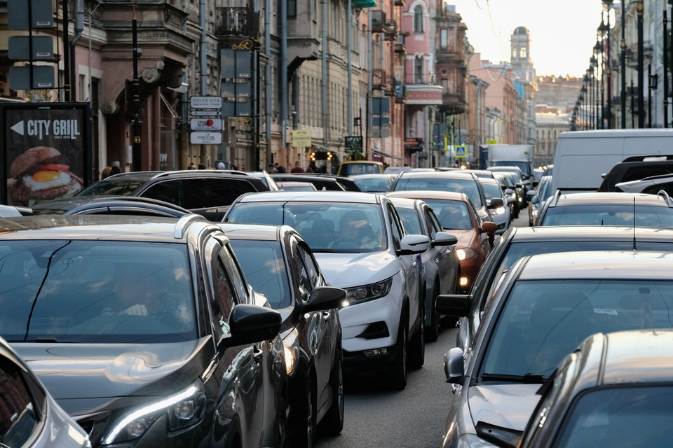 Красногвардейский район Петербурга встал в жесткие пробки утром 15 сентября