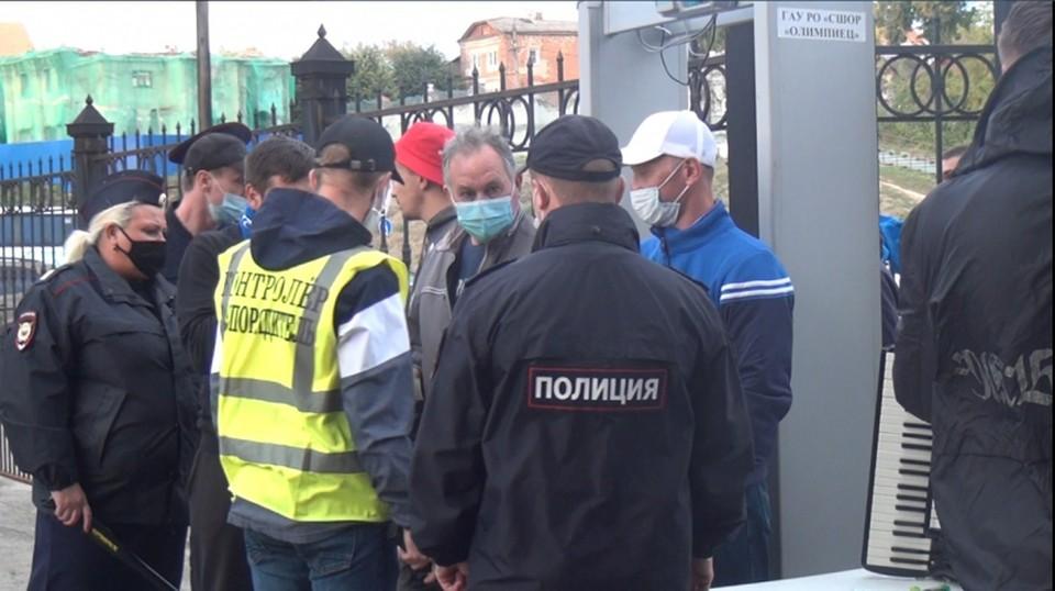 На футболе в Рязани полиция задержала фаната с файером.