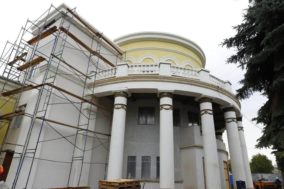 В Новокузнецке кинотеатр «Коммунар» готов почти на 80%. Фото: АПК.
