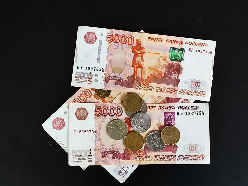 Полученные деньги мужчина переводил на чужие карты через банкомат