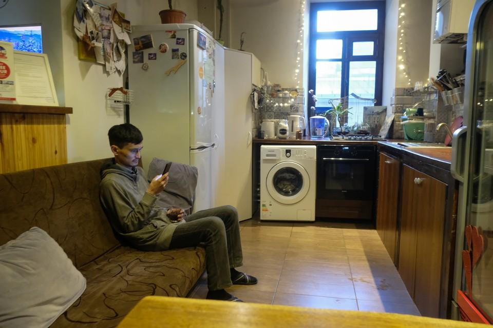 Сейчас снять угол в комнате с одним-двумя жильцами можно за 4-6 тысяч рублей.