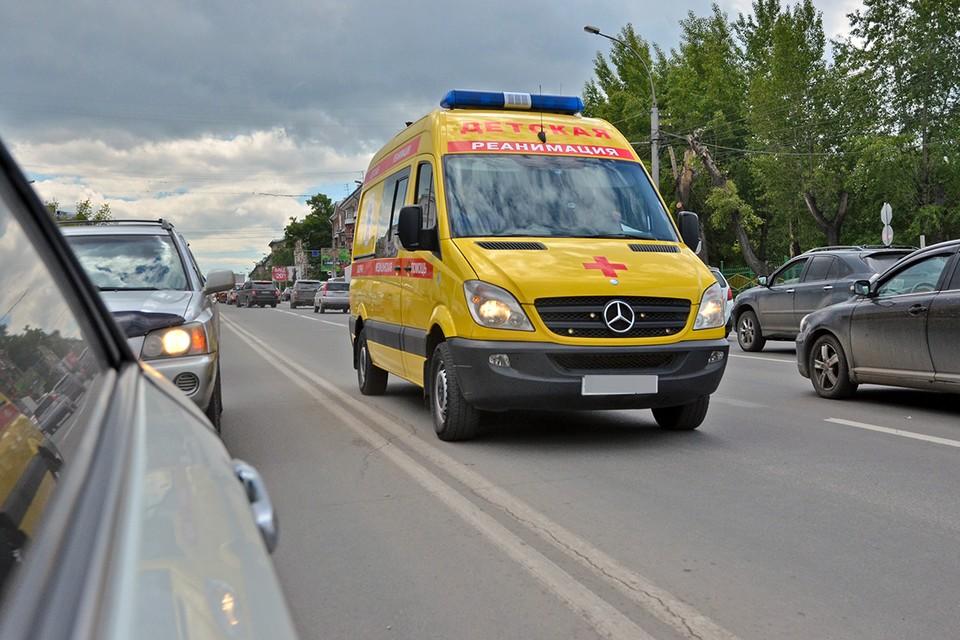 Четырехлетний ребенок госпитализирован после падения из окна жилого дома в Москве.