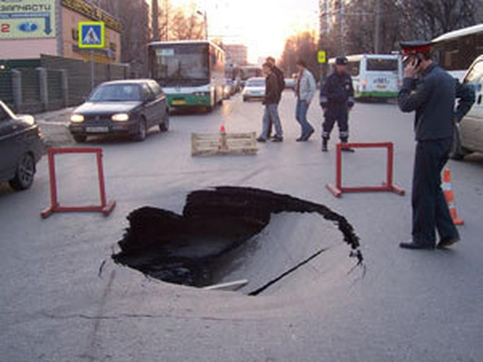 Глубина ямы – около метра.
