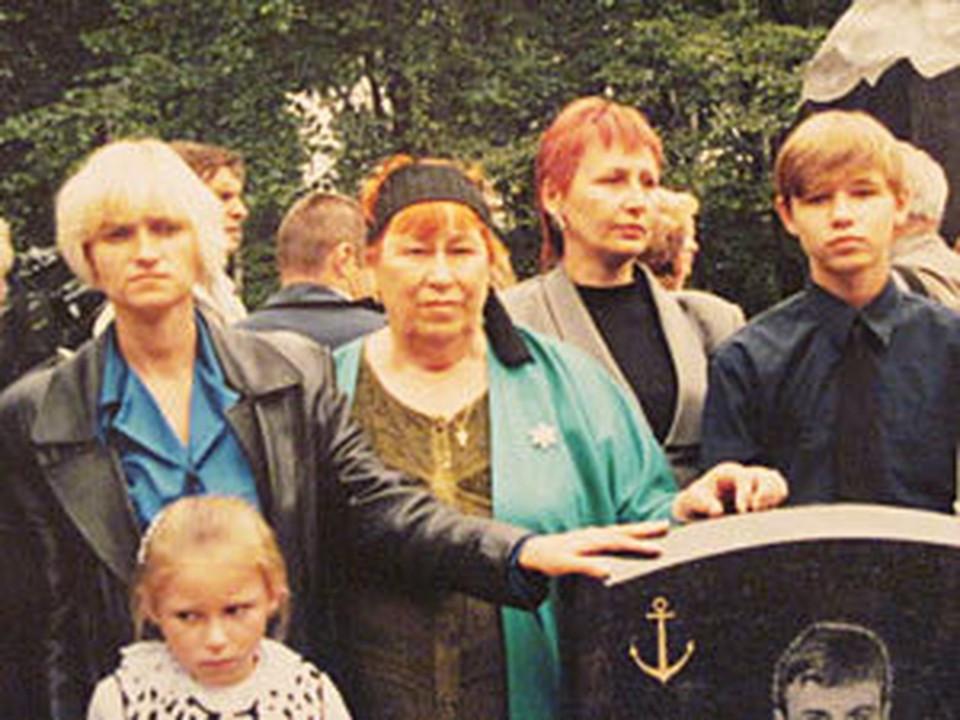 Оксана (слева) одна растила Сонечку и Костю.