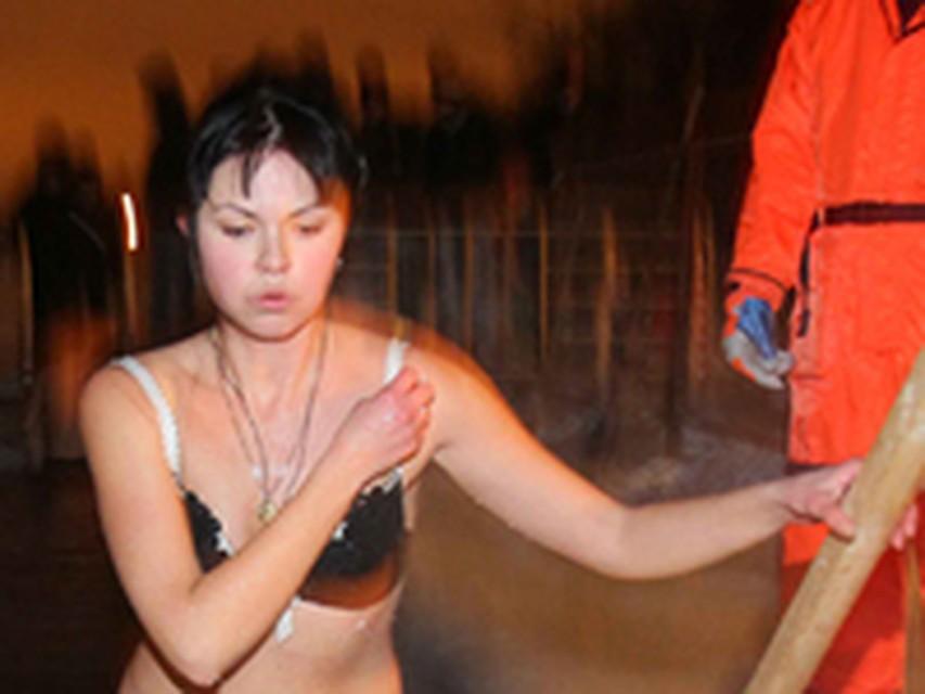 Смотреть видео молодежь решила купаться голышом — pic 10