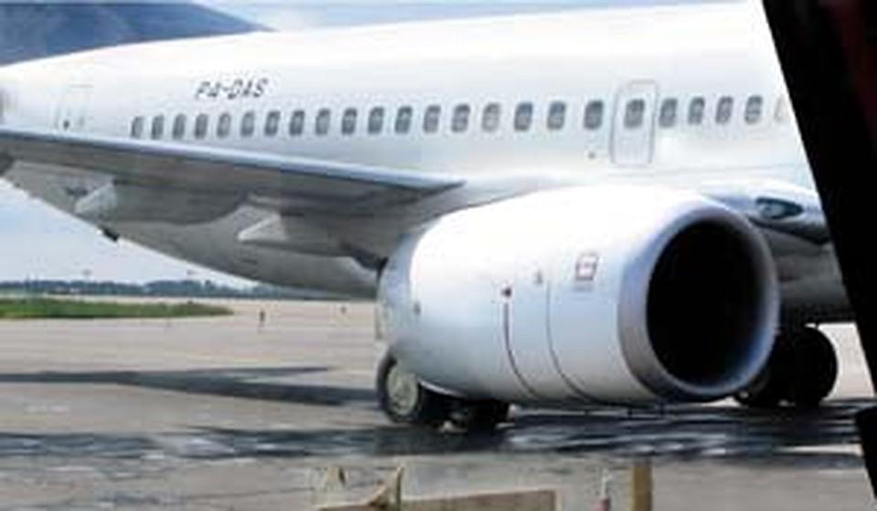 Человек засосало в сопло самолета