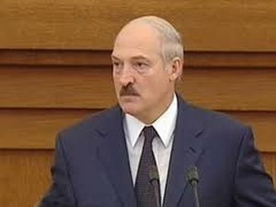 """Лукашенко: """"Но я же обещал, что третий – это мой ребенок, а двое – ваши""""."""