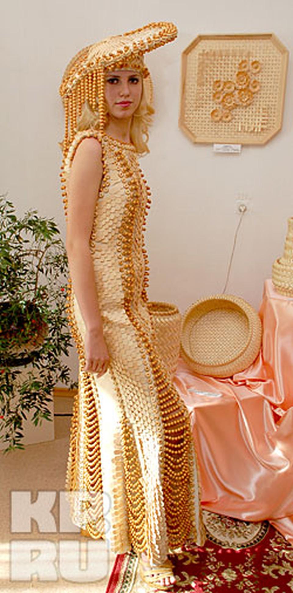 Жемчужиной выставки стали деревянные платья