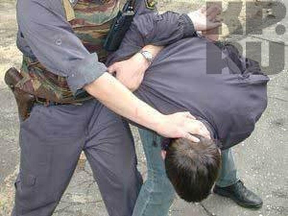 Жителя Вологодской области раздели и ограбили прямо на улице.