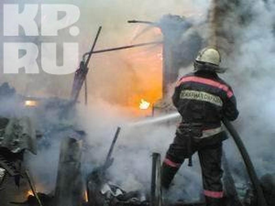 Жильцов всего дома эвакуировали во время пожара на улице Беляева в Вологде.