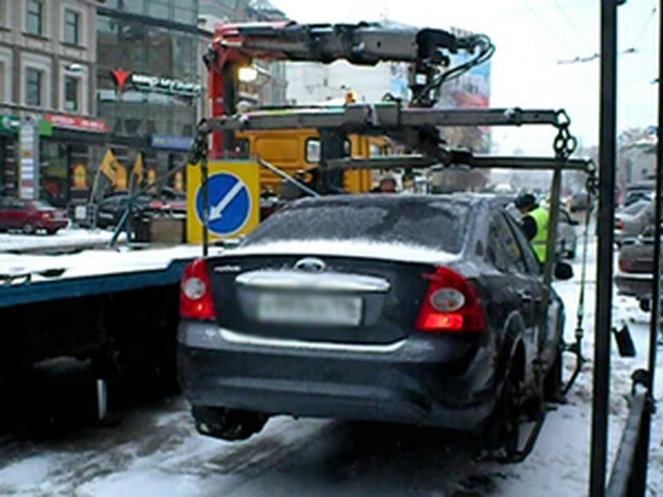 Борьба гаишников с незаконными парковками продолжается