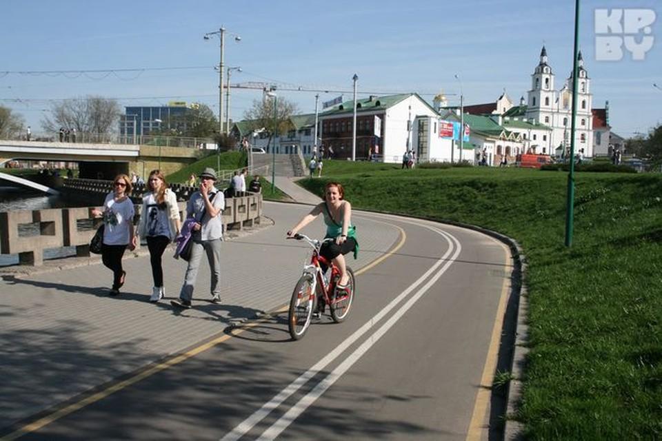 Наши пешеходы уже привыкли к тому, что по велодорожке ходить не надо.
