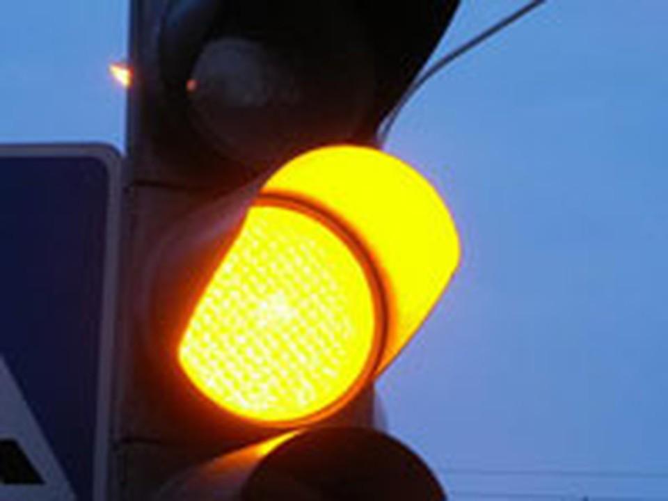 Пермяки игнорируют светофор, предпочитая перебегать дорогу перед машинами.