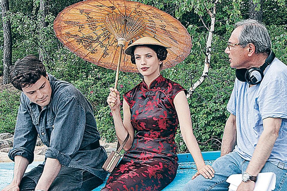 Анна Чиповская примерила на себя китайский костюм, а Данила Козловский - образ русского рубахи-парня.