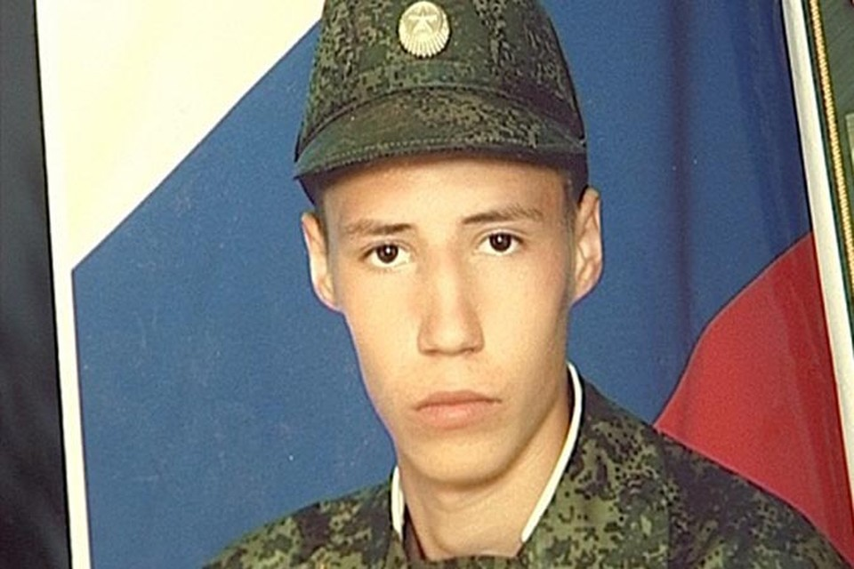 - В части мне объяснили, что  накануне побега Андрея избил кто-то из солдат