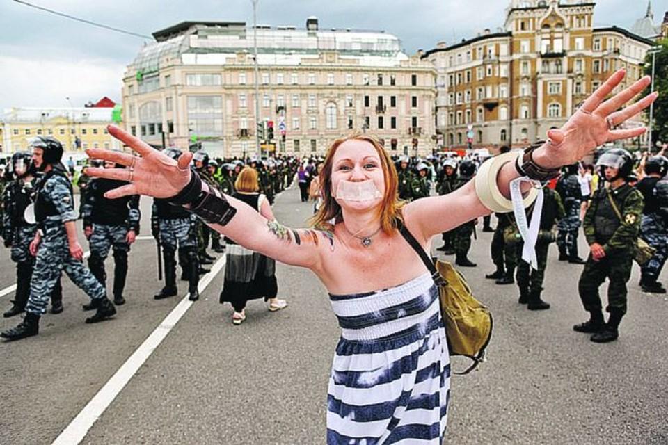 Социологические опросы показали: для протестующих совершенствование мира важнее, чем семья, дети и даже развлечения.