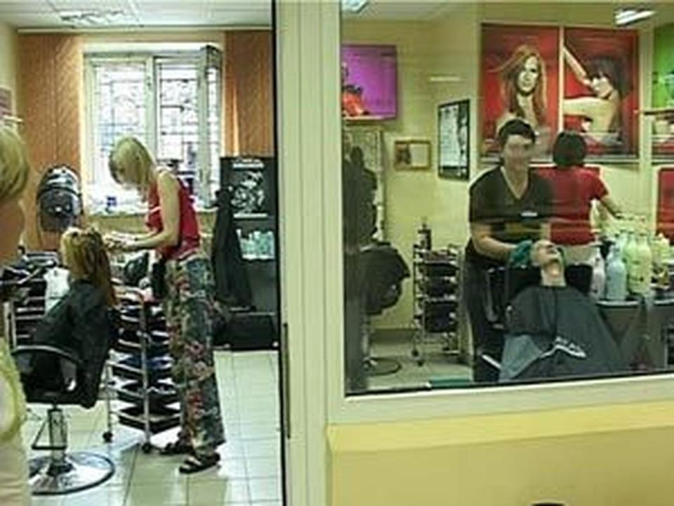 Пара кисловодских парикмахерских стали жертвами дерзких грабителей.
