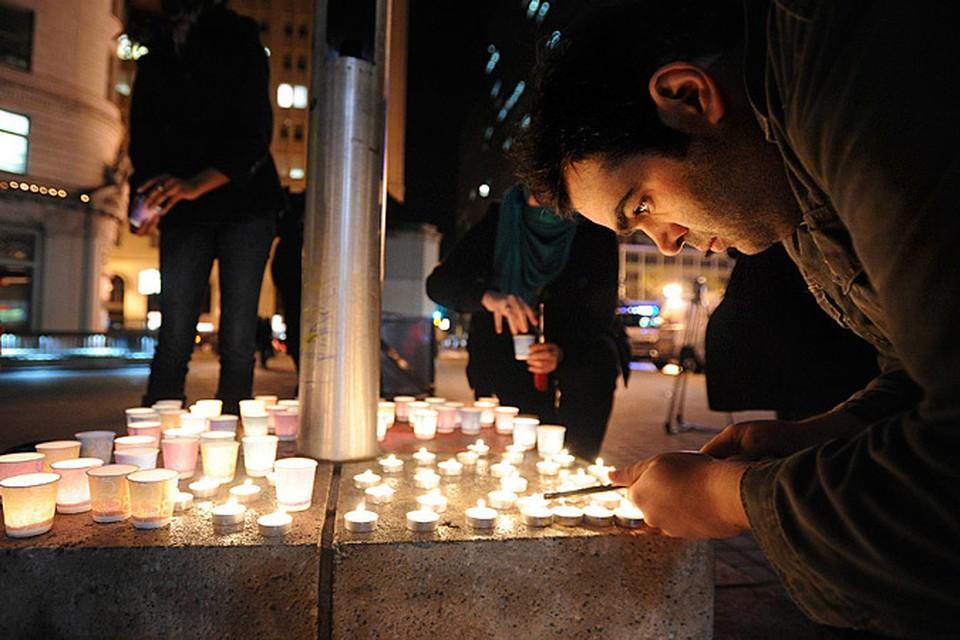 Весь мир скорбит о детях,  погибших в Ньютауне