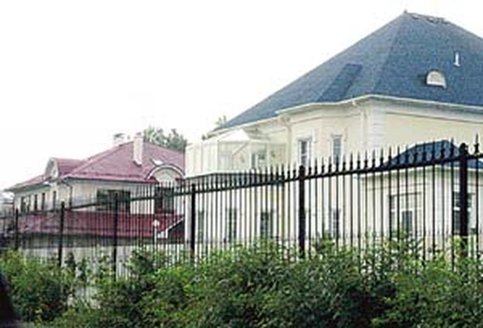 Царскосельская резиденция Михаила Касьянова, как и других разместившихся здесь господ, поражает покоем и роскошью.