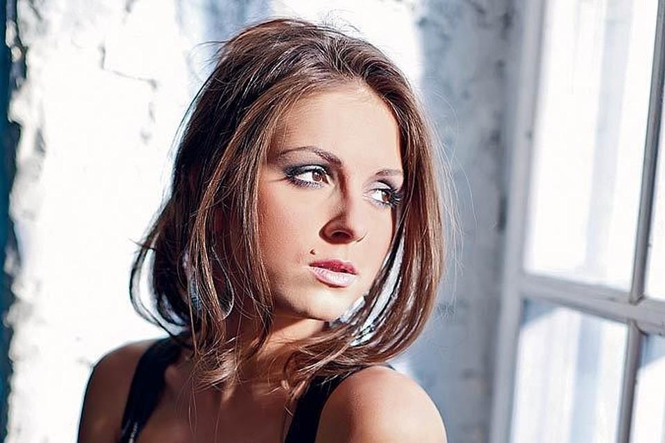 российская актриса с родинкой над губой фото местах, где проживает