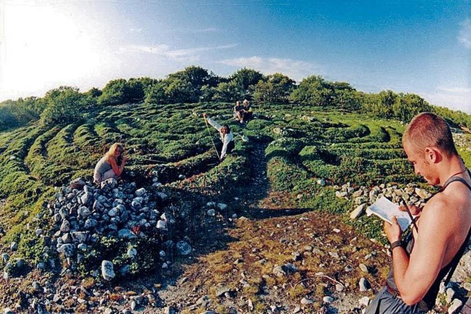 Странный лабиринт на Большом Заяцком острове в Соловецком архипелаге. Никто не знает его предназначения. И таких артефактов на острове 14.
