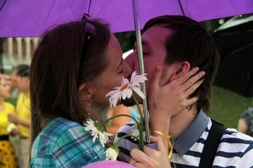 В Царицыно десятки невест получили предложение руки и сердца