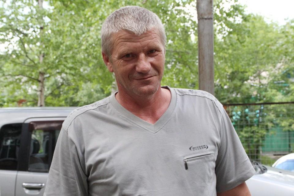 Сергей Казмирук с улыбкой рассказывает, как справился с вооруженным бандитом