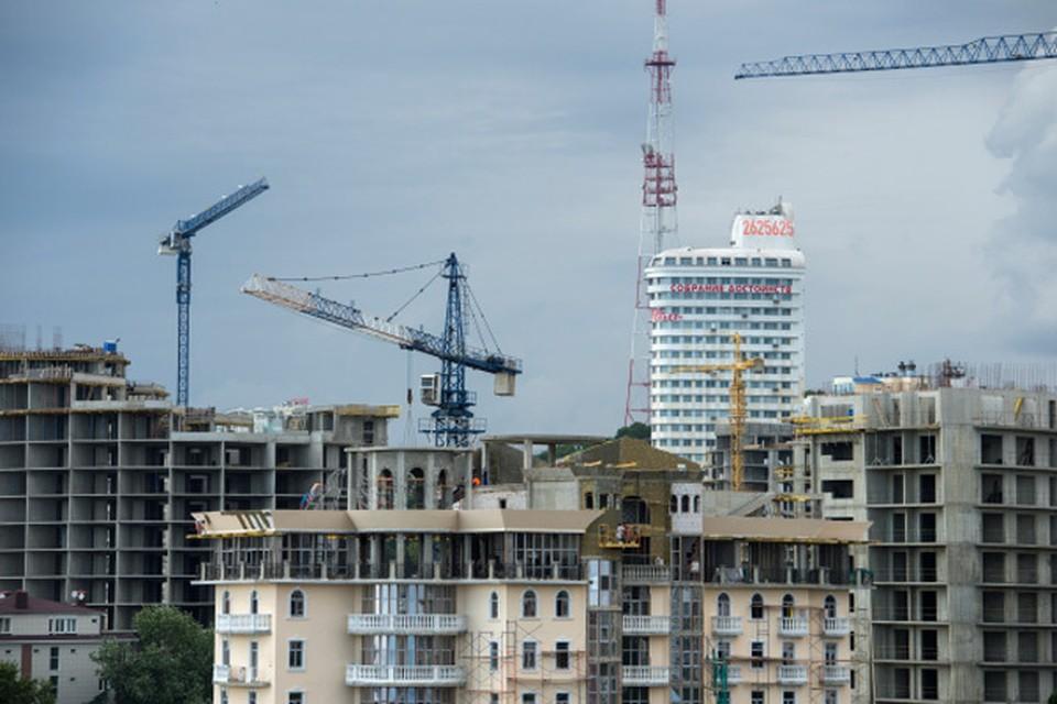 Сегодня из примерно из 260 жилищных проектов, реализуемых в Сочи, около 190 признаны незаконными.