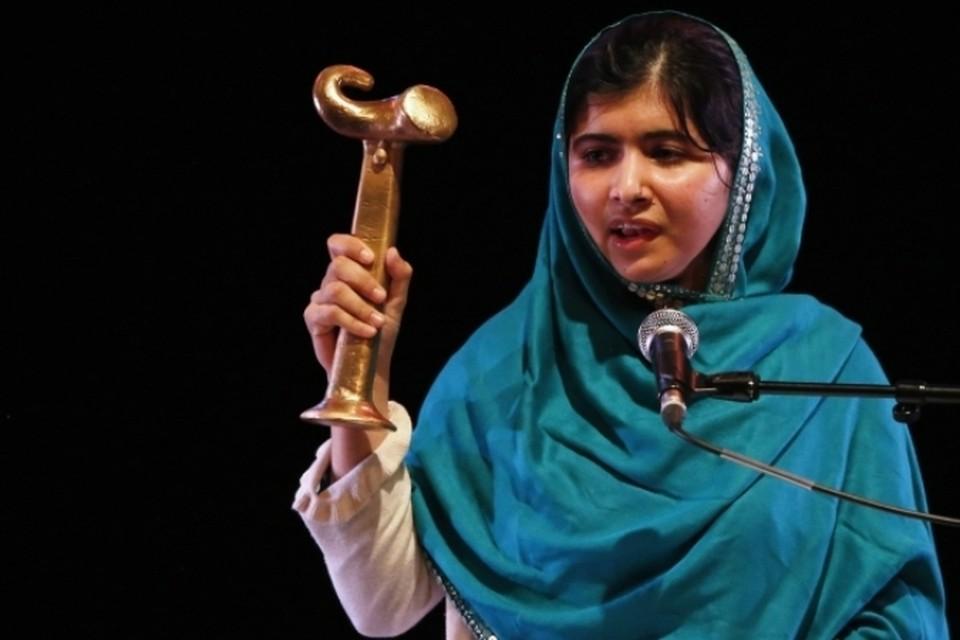 Девушка из Пакистана, которую в прошлом году чуть не убили талибы, получила премию имени Анны Политковской