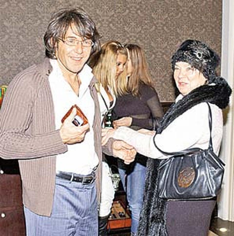 Голубкина - Малахову:  - Хоть ты и не гусар, зато такой миленький!