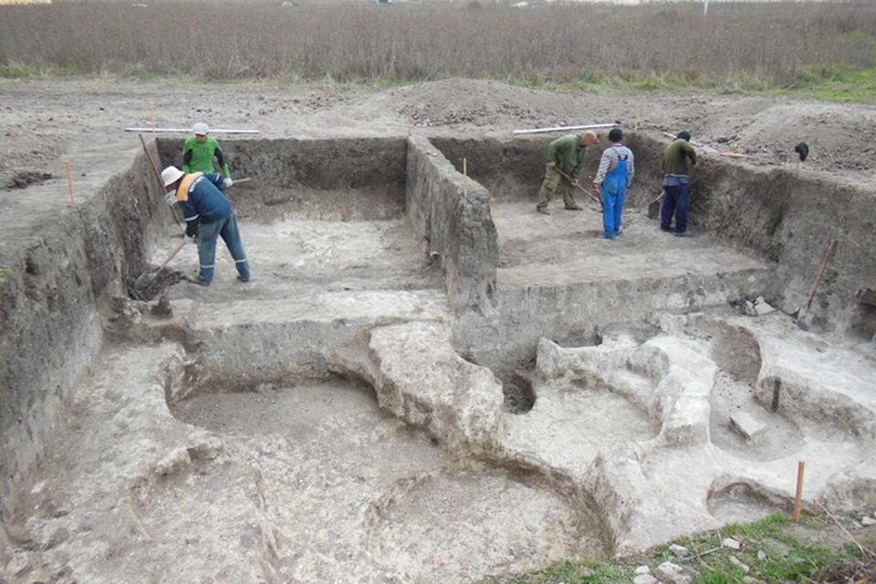 Едва археологи сняли верхний слой почвы, как сразу же наткнулись на удивительные находки