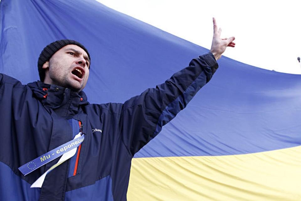 Участники антиправительственных демонстраций блокировали все входы в здание кабинета министров Украины